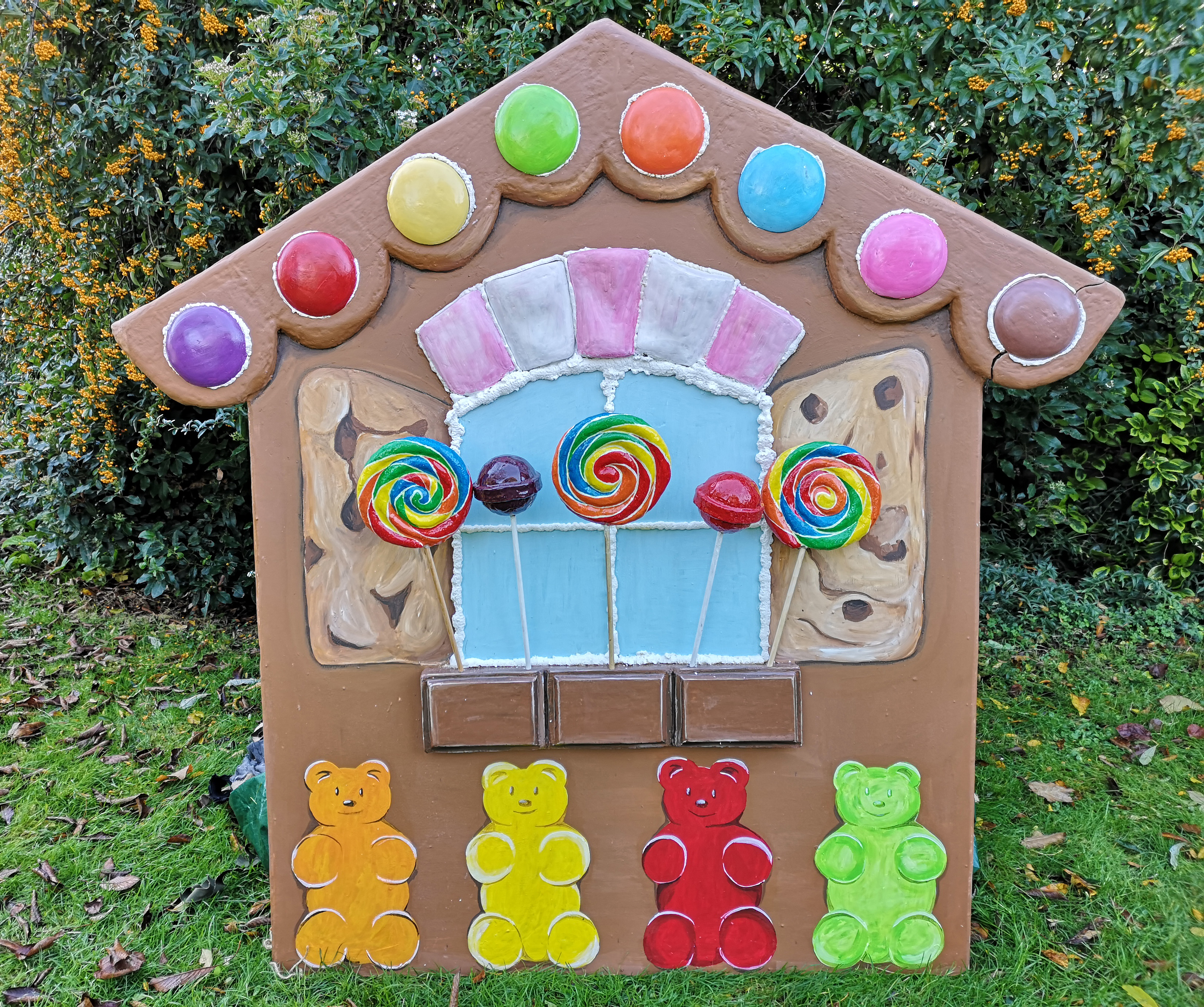 A house made of cookies and sweeties and cakes!
